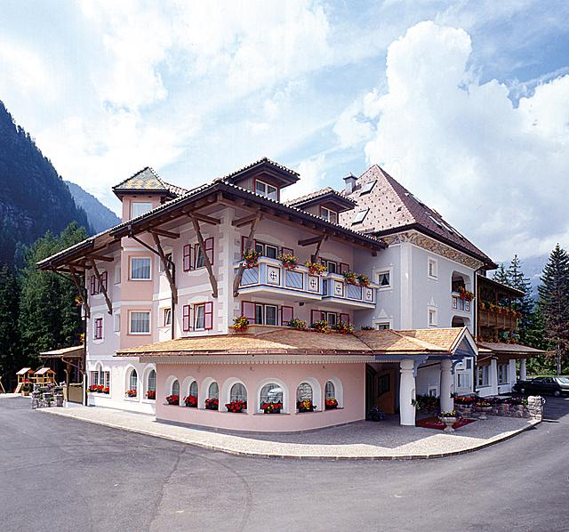 Hotel with sophisticated charm in the mountains