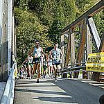 Forno: runners passing on the bridge