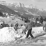 Preparations for the race: snow on the tracks - 1974